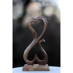 Szerelem-faragott diófa szobor
