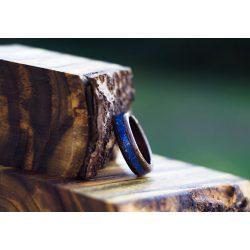Fa gyűrű – Fekete dió kék zafír berakással